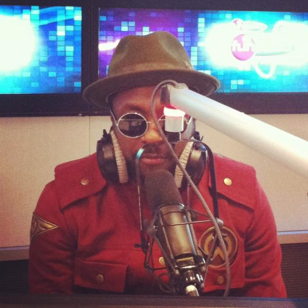 will.i.am sang This Is Love live on Fun Radio