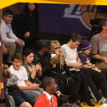 will.i.am visited Lakers game.